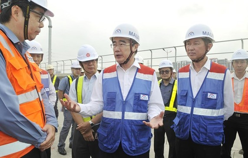 HCMC Party Chief inspects first metro line construction site ảnh 1