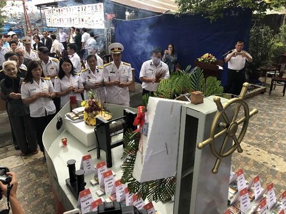 Ceremony commemorates fallen soldiers in Gac Ma battle ảnh 9