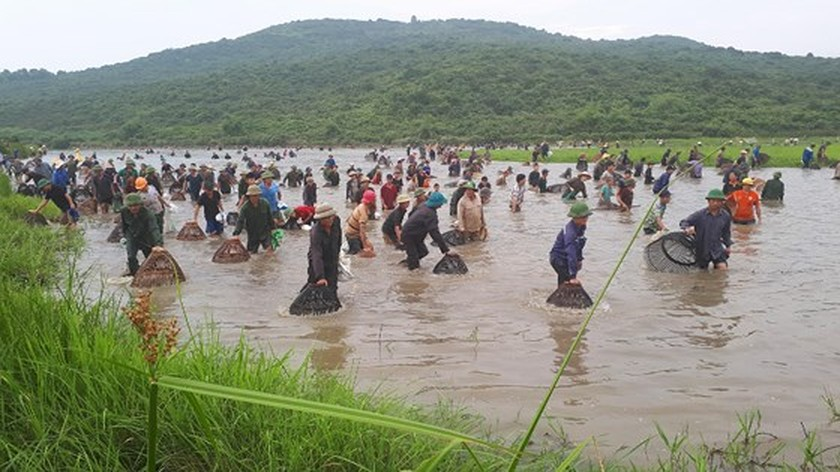Thousands of people attend fishing festival in Ha Tinh province ảnh 2