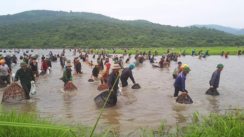 Thousands of people attend fishing festival in Ha Tinh province ảnh 3