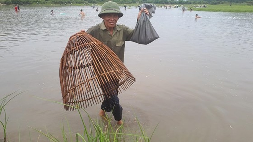 Thousands of people attend fishing festival in Ha Tinh province ảnh 4