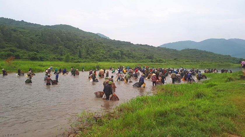 Thousands of people attend fishing festival in Ha Tinh province ảnh 10