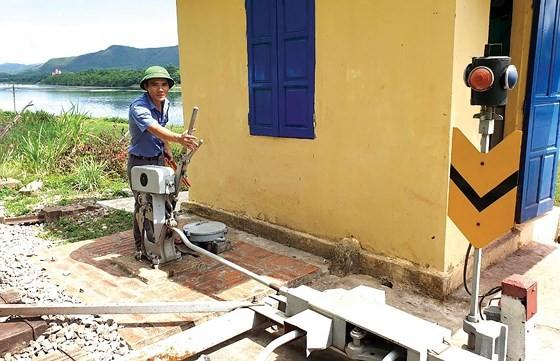 Vietnam railway runs outdated ảnh 1