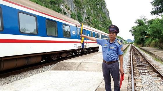 Vietnam railway runs outdated ảnh 2