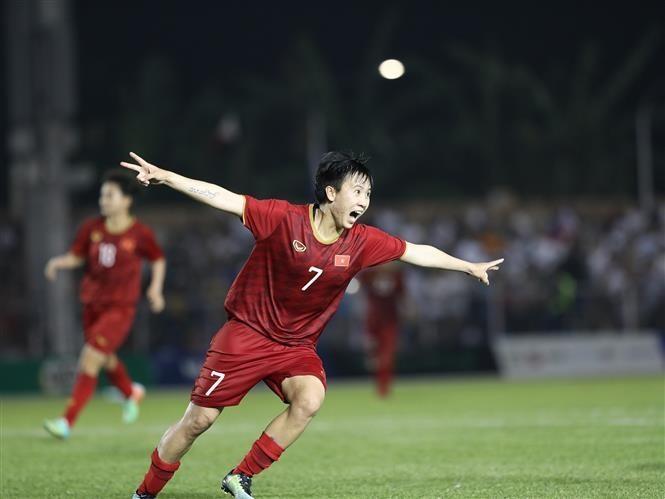 Vietnam women enter SEA Games football's final ảnh 4