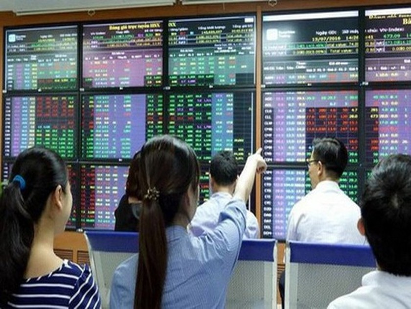 Small investors continue inundating markets ảnh 1