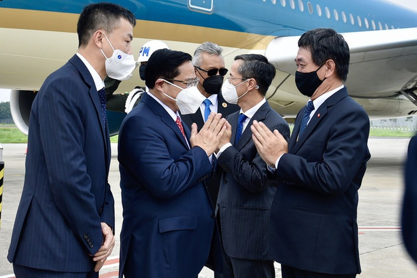 PM Pham Minh Chinh arrives in Indonesia for ASEAN Leaders' Meeting ảnh 1