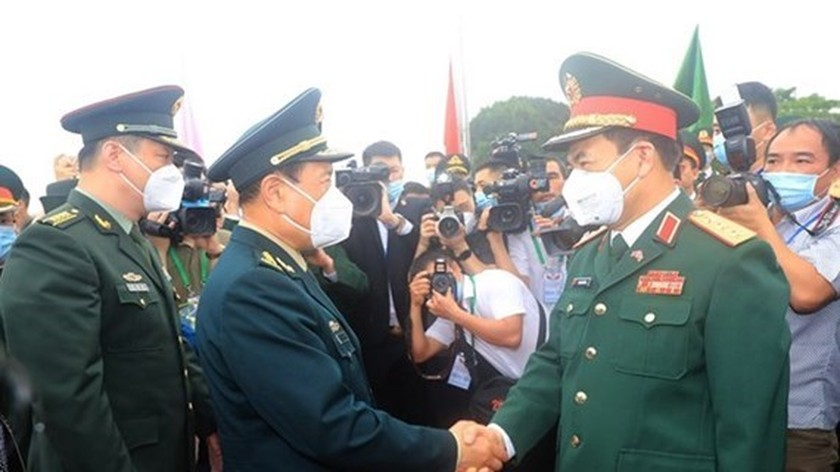 Vietnam, China hold sixth border defence friendship exchange ảnh 1