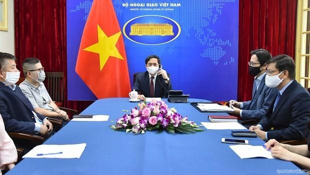 Vietnam proposes UK transfer COVID-19 vaccine production technology ảnh 1