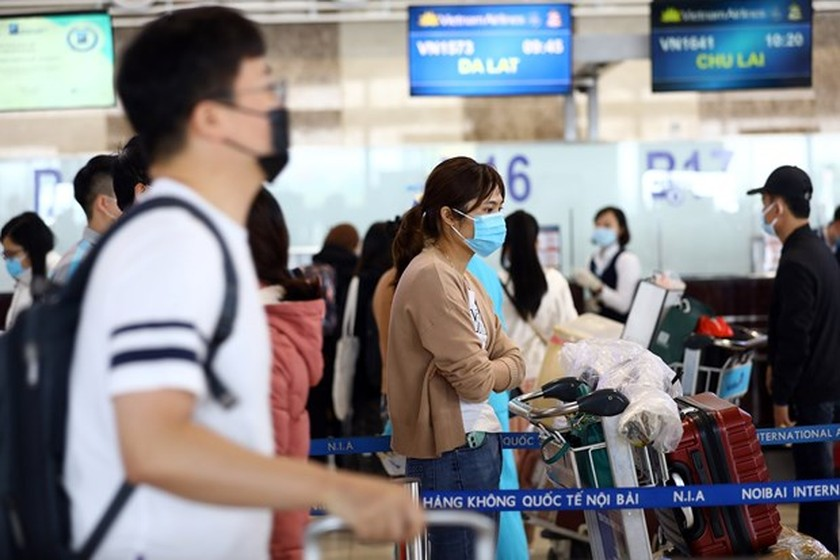 Mandatory quarantine period for air passengers from abroad extended to 21 days ảnh 1