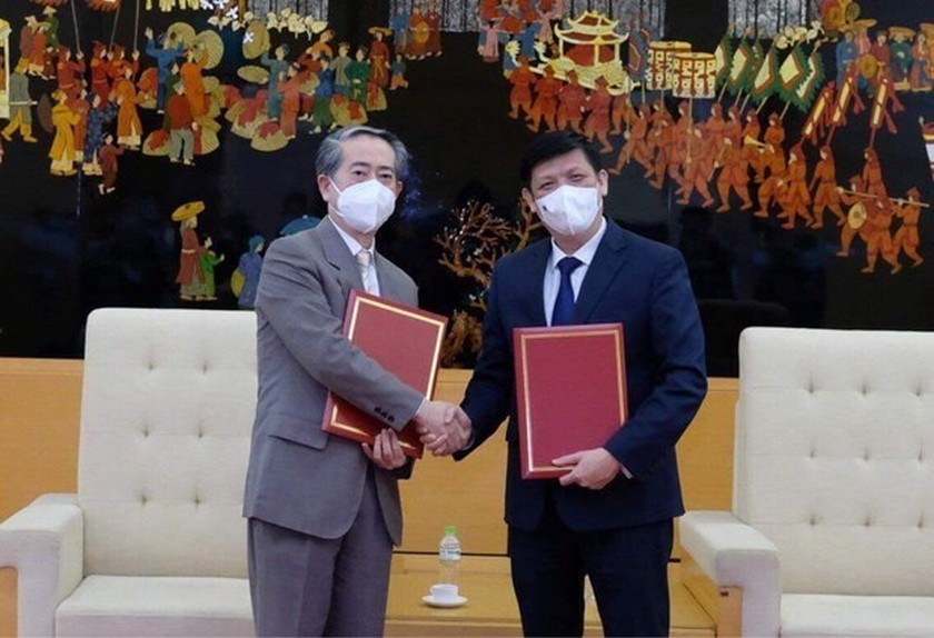 Vietnam receives 500,000 doses of Vero-Cell vaccine from China ảnh 2