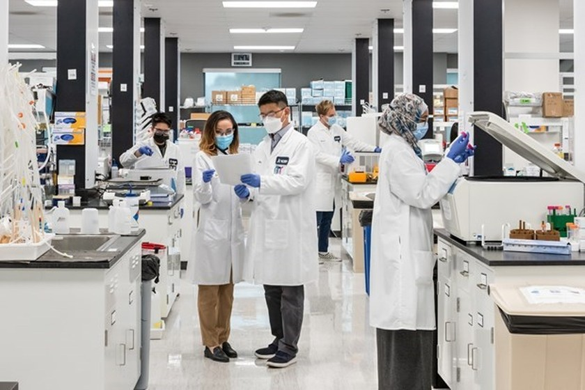 Vingroup receives mRNA Covid-19 vaccine production technology ảnh 1