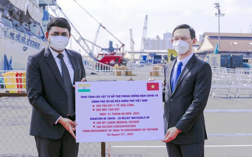 HCMC receives 100 metric tons of liquid medical oxygen from India ảnh 1