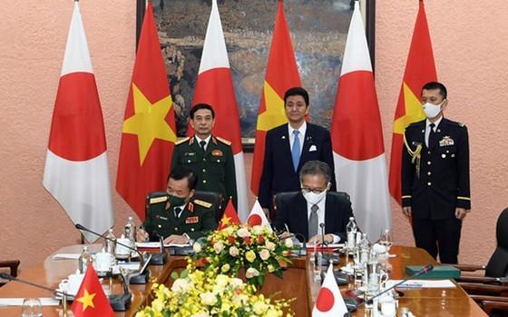 Japanese Defence Minister visiting Vietnam ảnh 1