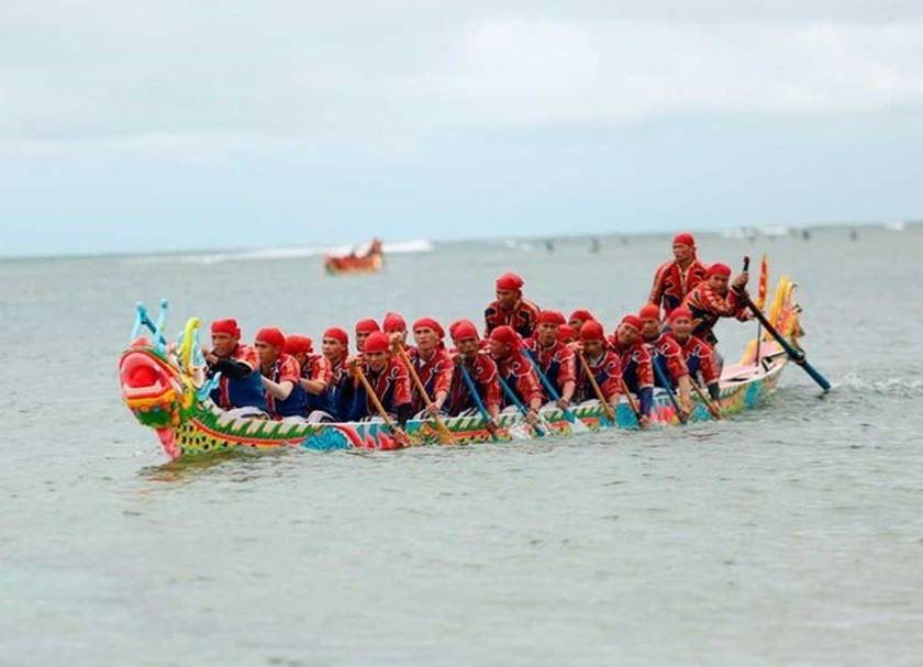 Tu Linh boat racing festival in Ly Son features national ritual, culture ảnh 3