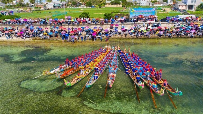 Tu Linh boat racing festival in Ly Son features national ritual, culture ảnh 2