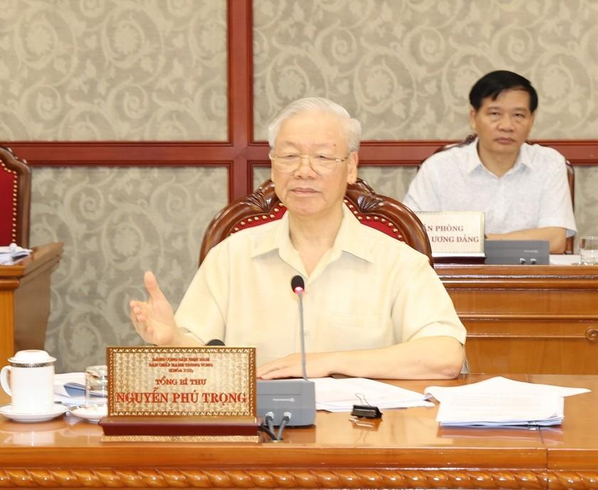Politburo gives opinions on socio-economic performance ảnh 1