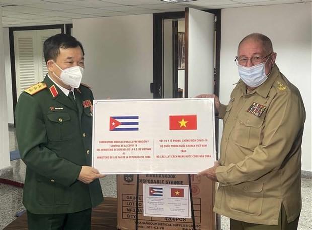 Vietnam, Cuba's defence leaders hold talks ảnh 2