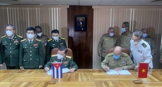 Vietnam, Cuba's defence leaders hold talks ảnh 1