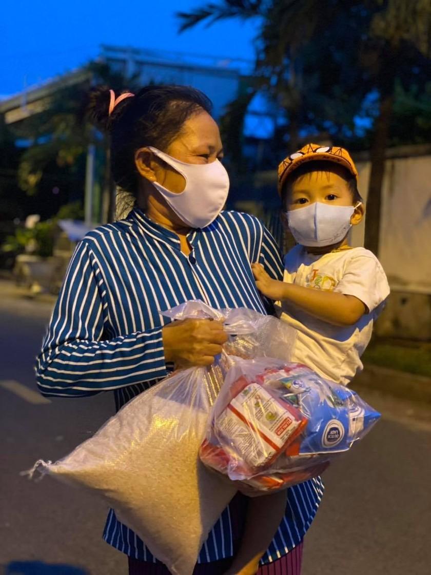 'Chợ Lạc Xoong' ngày đêm cứu trợ người nghèo TPHCM trong dịch ảnh 4