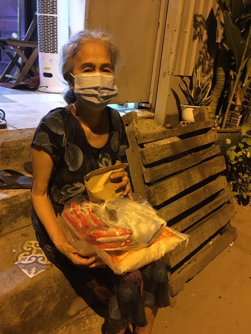 'Chợ Lạc Xoong' ngày đêm cứu trợ người nghèo TPHCM trong dịch ảnh 5