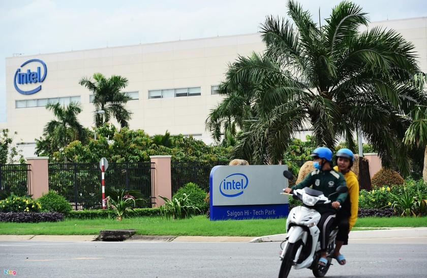Intel, Coca-Cola thuê khách sạn, tiêm vaccine Covid-19, tặng tiền cho công nhân ảnh 1