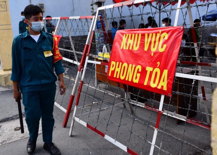 Từ mai, người dân TPHCM không được ra đường sau 18h tối ảnh 2