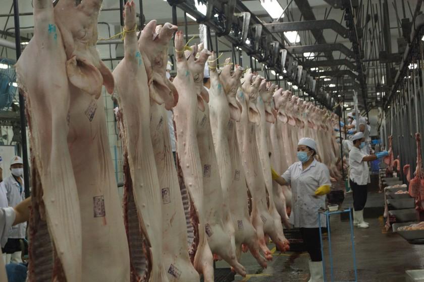 Siêu thị TPHCM cấp tập tăng nguồn thịt heo để chia lửa nếu Vissan giảm sản lượng ảnh 1