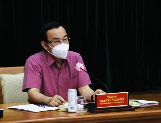 TPHCM mời tất cả người dân ở lại cùng thành phố, y tế đến từng nhà tiêm vaccine ảnh 1