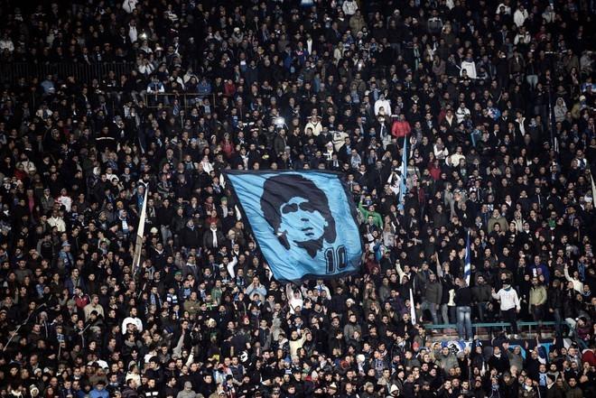 Vua bóng đá Pele sốc khi 'đối thủ' vĩ đại Maradona vĩnh viễn ra đi - ảnh 1