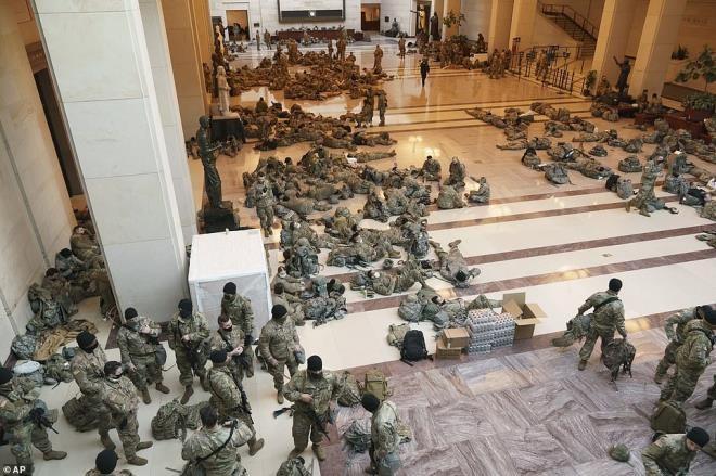 Cảnh tượng chưa từng có bên trong tòa nhà Quốc hội Mỹ kể từ Nội chiến - 1