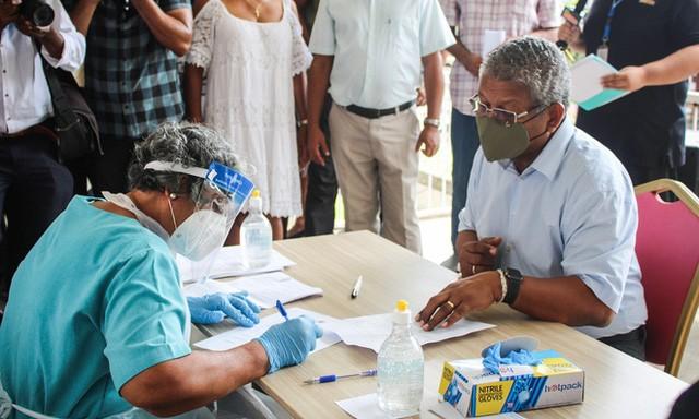 Dùng lượng lớn vắc xin Trung Quốc, 4 nước có tỷ lệ mắc Covid-19 cao hơn cả Ấn Độ: Lời giải từ người trong cuộc - Ảnh 2.