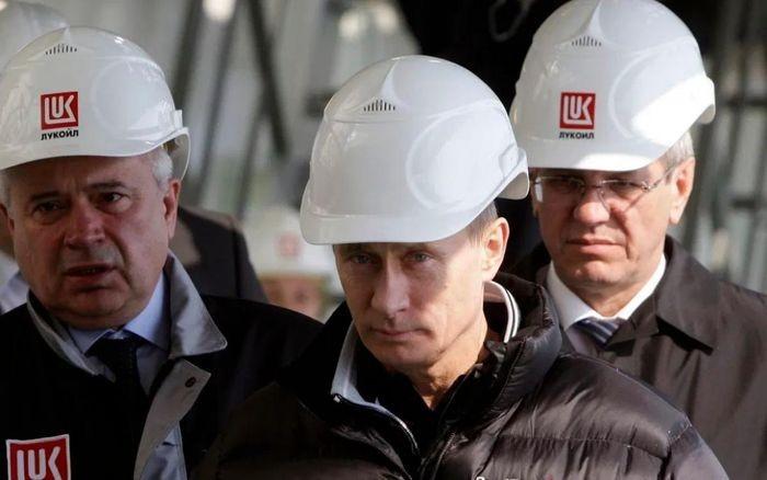 Tổng thống Nga Putin dùng dầu khí để tập hợp quyền lực và trừng phạt đối thủ như thế nào? ảnh 1