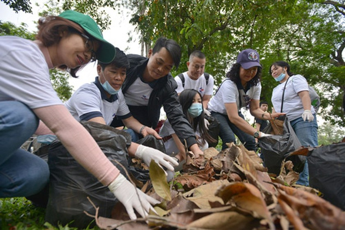 U.S. Ambassador & 1,000 volunteers join environmental protection ảnh 1