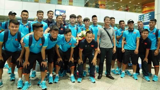 Vietnam U22 team arrives in Malaysia ảnh 1