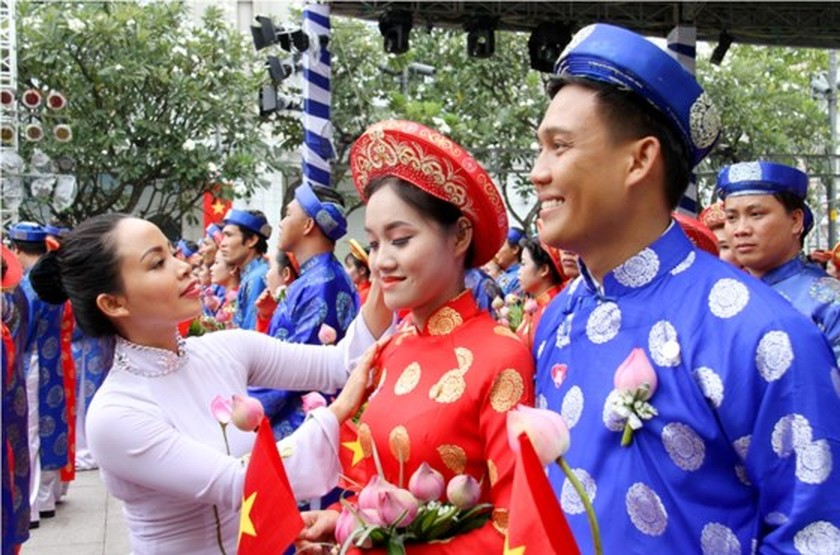 City organizes mass wedding of 100 couples on National Day ảnh 1