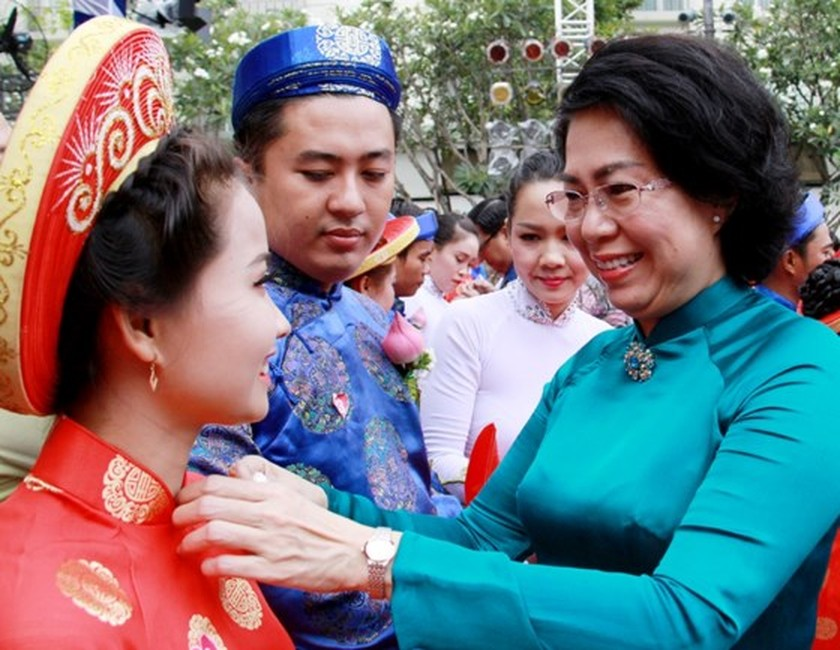 City organizes mass wedding of 100 couples on National Day ảnh 3