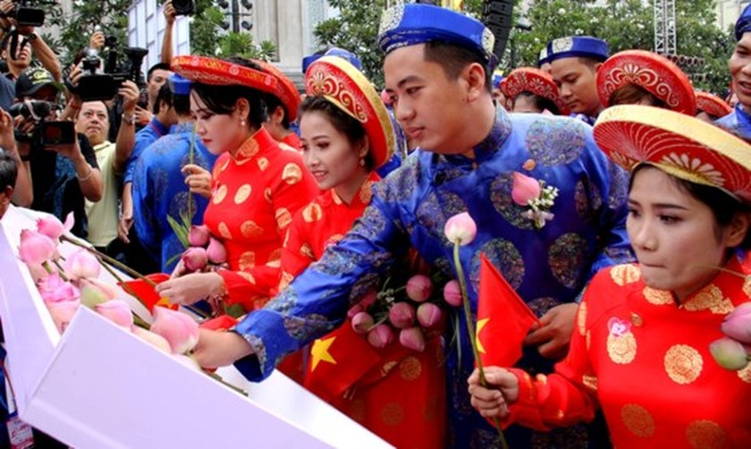City organizes mass wedding of 100 couples on National Day ảnh 4