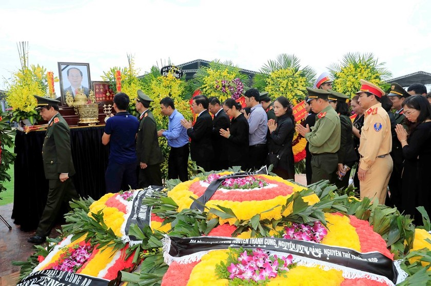 President Tran Dai Quang laid to rest in hometown ảnh 4
