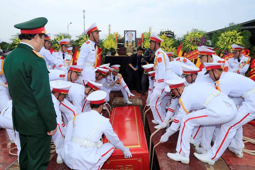 President Tran Dai Quang laid to rest in hometown ảnh 5