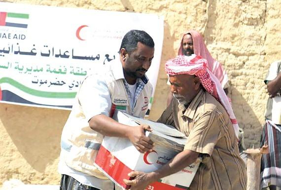 Hàng viện trợ của UAE đến với người dân Yemen. Ảnh: Gulf News