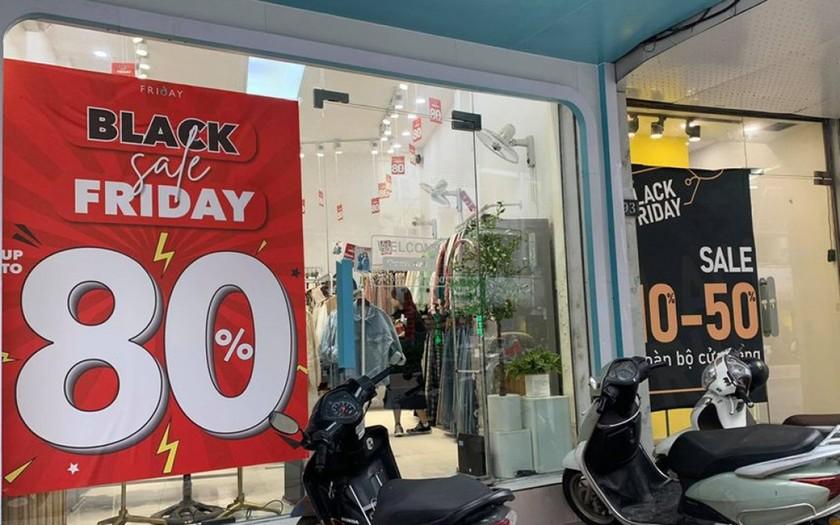 """Các cửa hàng sale """"sập sàn"""" vào dịp Black Friday."""