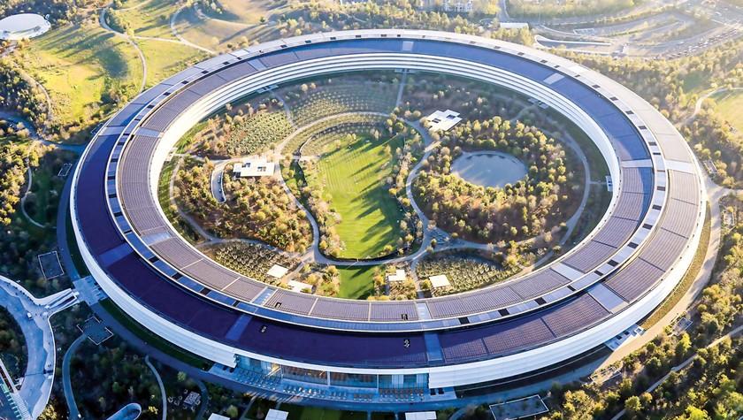 """Steve Jobs """"Phù thủy"""" công nghệ đế chế Apple ảnh 1"""