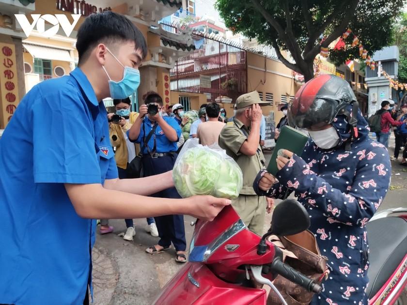 """Người dân nhiều tỉnh thành nhiệt tình """"giải cứu"""" nông sản Hải Dương ảnh 2"""