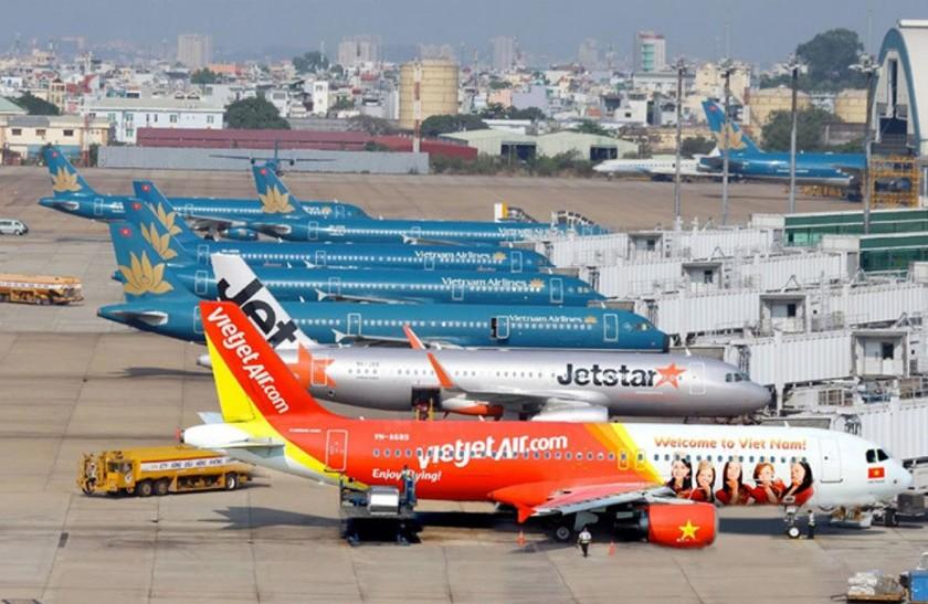 Đại diện Bộ GTVT cho biết, thời điểm hiện tại chưa bàn đến chuyện áp giá sàn vé máy bay.