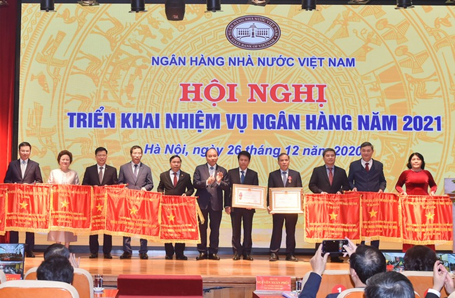 SeABank đón nhận cờ thi đua của Chính phủ ảnh 1