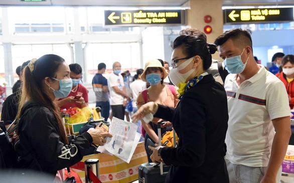 Kẹt cứng ở sân bay Tân Sơn Nhất: Tổ chức, điều hành quá kém! - Ảnh 3.