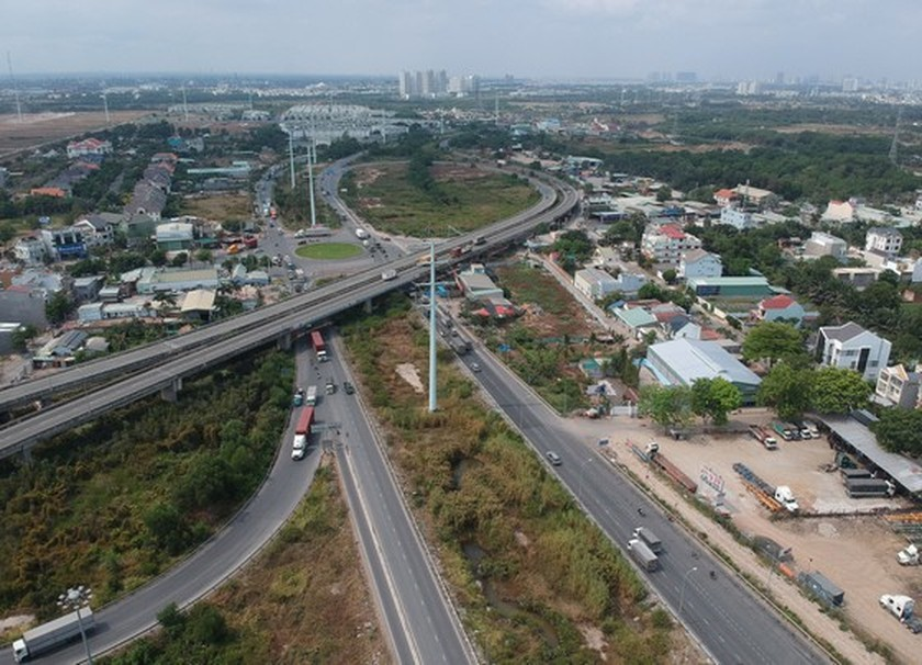 Unfinished ring roads in HCMC worsen traffic congestions ảnh 1