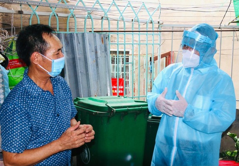 HCMC Party Chief visits people in medical lockdown areas ảnh 4