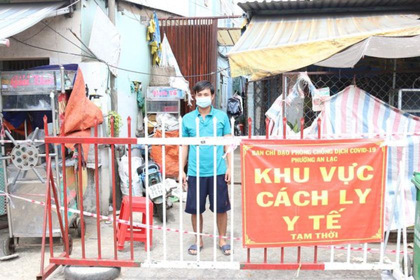 HCMC Party Chief visits people in medical lockdown areas ảnh 2